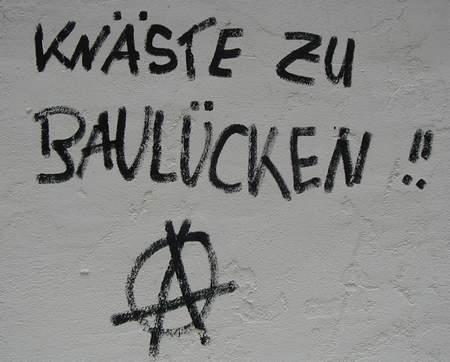 KNÄSTE ZU BAULÜCKEN !!