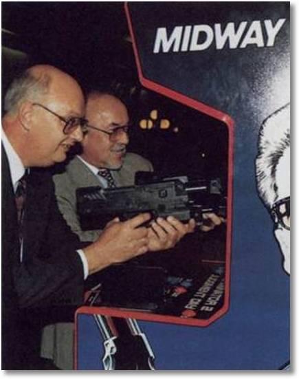 Das Killerspiele Terrorcamp von Midway mit Schulung an der automatischen Waffe, ein billiges Freizeitvergnügen...