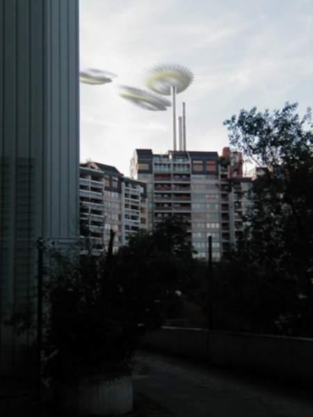 UFOs (Fliegende Untertassen) in Hannover-Linden (vom Ihmezentrum aus gesehen), geheimnisvoll und unwirklich, ein Zeichen außerirdischer Technologie (wie GIMP)