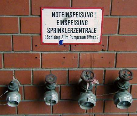 Noteinspeisung Speisung Sprinklerzentrale Schieber A im Pumpraum öffnen