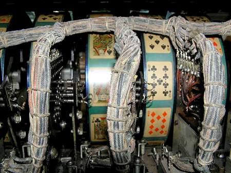 Das Innere eines alten Geldspielgerätes