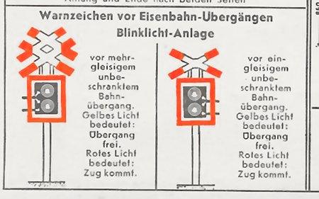 Warnzeichen vor Eisenbahn-Übergängen: Blinklicht-Anlage