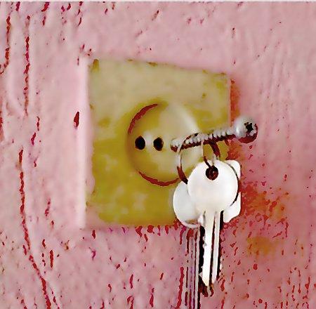 Ein kreativ improvisiertes Schlüsselbrett