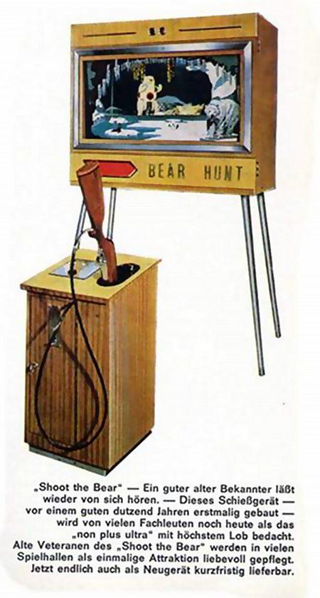 'Shoot the Bear' -- Ein guter alter Bekannter läßt wieder von sich hören. -- Dieses Schießgerät -- vor einem guten dutzend Jahren erstmalig gebaut -- wird von vielen Fachleuten noch heute als das 'non plus ultra' mit höchsten Lob bedacht. Alte Veteranen des 'Shoot the Bear' weren in vielen Spielhallen als einmalige Attraktion liebevoll gepflegt. Jetzt endlich auch als Neugerät kurzfristig lieferbar.