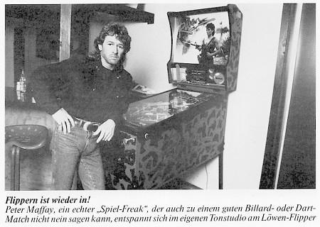 Flippern ist wieder in! Peter Maffay, ein echter Spiel-Freak, der auch zu einem guten Billard oder Dart-Match nicht nein sagen kann, entspannt sich im eigenen Tonstudio am Löwen-Flipper