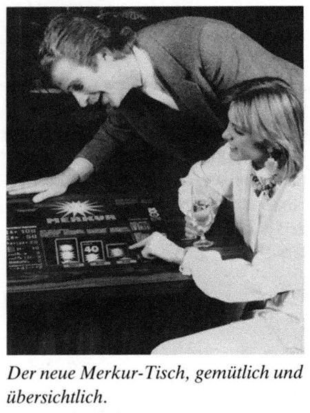 Werbefoto eines Mannes und einer Frau vor einem Tisch-Geldspielgerät von ADP: Der neue Merkur-Tisch, gemütlich und übersichtlich.