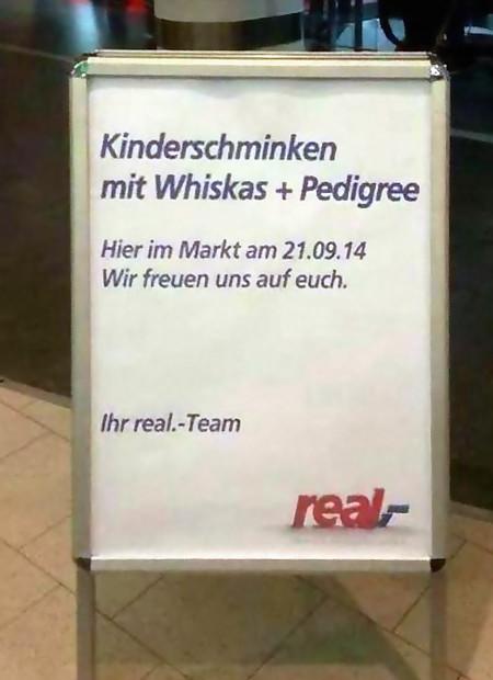 Ständer in einem Real-Markt: Kinderschminken mit Whiskas und Pedigree -- Hier im Markt am 21.09.14 -- Wir freuen uns auf euch. -- Ihr real.-Team