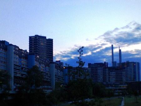 Foto des Ihme-Zentrums im Abendlicht
