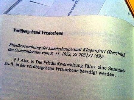 Vorübergehend Verstorbene -- Friedhofsordnung der Landeshauptstadt Klagenfurt (Beschluß des Gemeinderates vom 9. 11. 19772, Zl 7031/1/69 -- §5 Abs. 6: Die Friedhofsverwaltung führt eine Sammelgruft, in der vorübergehend Verstorbene beerdigt werden.