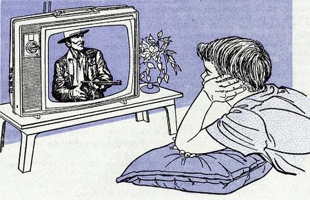 Mensch, der vor einem Fernseher liegt