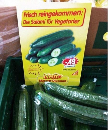 Frisch reingekommen: Die Salami für Vegetarier -- gemeint sind Gurken