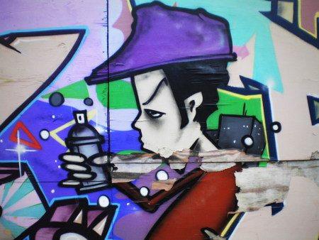 Graffito am Ihmezentrum von einem Jungen mit Sprühdose