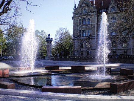 Brunnen und Fontäne vorm hannöverschen Rathaus