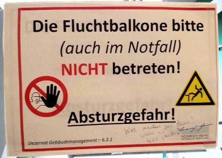Warnhinweis in der Universität Düsseldorf: Die Fluchtbalkone bitte (auch im Notfall) nicht betreten! Absturzgefahr!