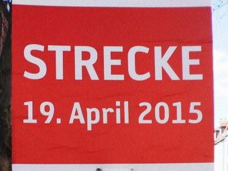 Ausschilderung für den Hannover-Marathon: 'Strecke 19. April 2015'