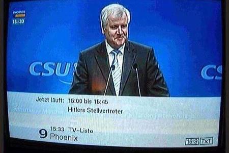 Phoenix mit einer Live-Übertragung von einer CSU-Veranstaltung. Dazu die Einblendung: Jetzt läuft 16:00 bis 16:45 'Hitlers Stellvertreter'.
