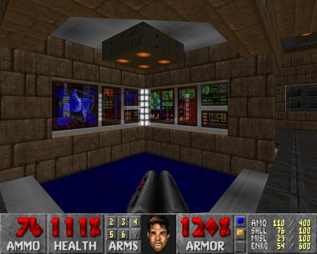 Screenshot aus Freedoom, vor mir zwei durchsichtige Displays, durch die man dahinterliegende Displays schimmern sieht