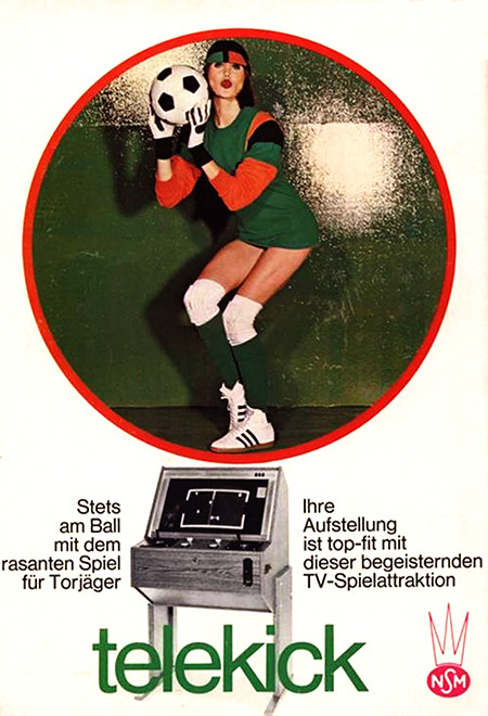 NSM-Werbung für ein Unterhaltungsgerät aus dem Jahr 1975: Stets am Ball mit dem rasanten Spiel für Torjäger -- Ihre Aufstellung ist top-fit mit dieser begeisternden TV-Spieleattraktion -- Telekick -- NSM