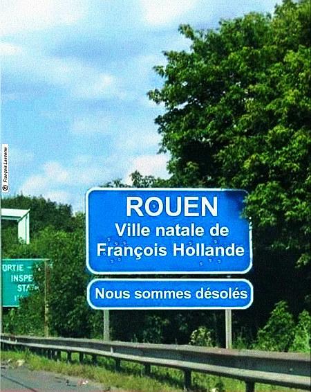 Verkehrsschild am Ortseingang: 'Rouen -- Ville natale de François Hollande'. Darunter ein offenbar von Bürgern angebrachtes Zusatzschild: 'Nous somme désolés'.