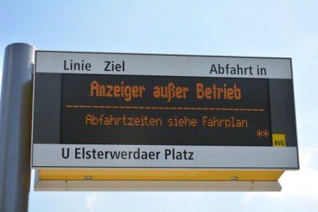 Anzeiger außer Betrieb -- Abfahrtzeiten siehe Fahrplan
