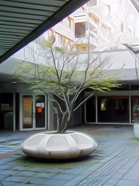 Stark nachbearbeitetes, deprimierendes Bild eines grünen Strauches im Ihmezentrum