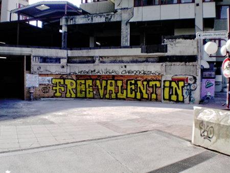 Graffito am Ihmezentrum zu Hannover-Linden: Free Valentin