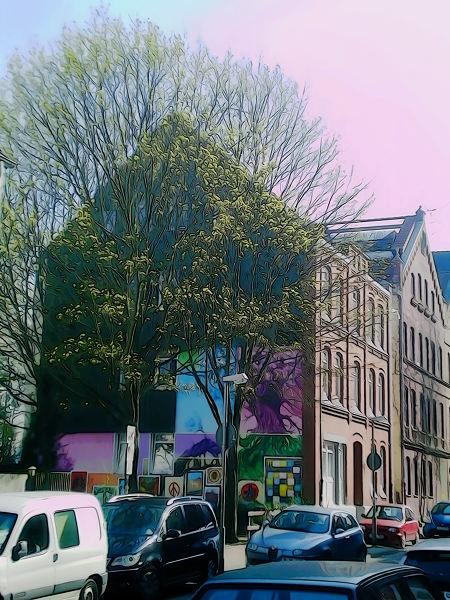 Ein stark nachbearbeitetes Foto von einem Haus und einem Baum in Hannover-Linden