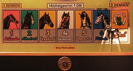 Detail der Scheibe des Geldspielgerätes 'Bergmann Union' aus dem Jahr 1956. Die sechs Zahlen, von denen man eine vorwählen kann, sind als Pferde dargestellt, darunter ein Drucktaster mit der Beschriftung 'Bitte Pferd wählen'.