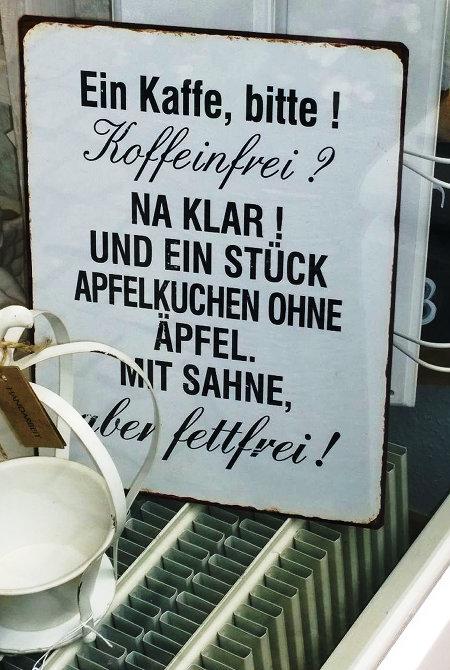 Ein Kaffee bitte! Koffeinfrei? Na klar! Und ein Stück Apfelkuchen ohne Äpfel. Mit Sahne. Aber fettfrei.