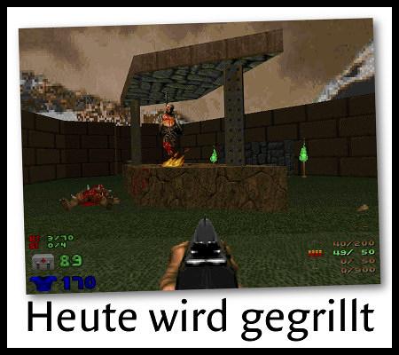 Screenshot aus Doom Evilution, Level 2 Human BBQ: Ein menschlicher Körper ist über einer Flamme aufgehängt. Dazu der Text: Heute wird gegrillt