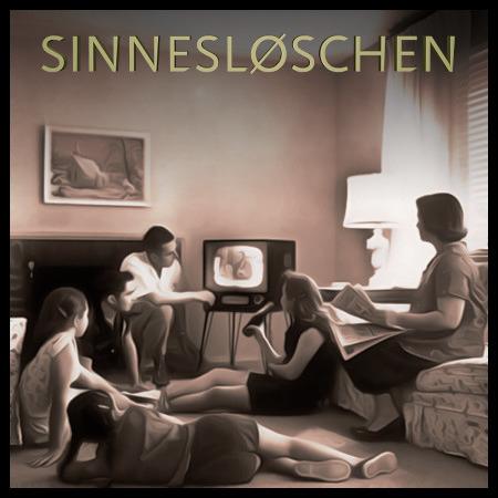 Verworfene Cover-Art für SINNESLØSCHEN -- Unscharfes, auf alt gemachtes Foto einer Familie vor dem Fernseher.