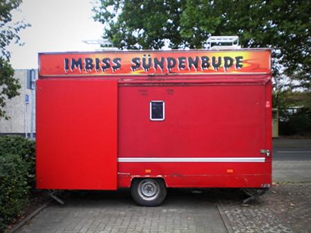 Schnellimbisswagen mit dem Namen 'Sündenbude'