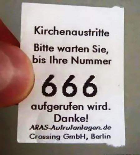 Kichenaustritte -- Bitte warten Sie, bis Ihre Nummer 666 aufgerufen wird
