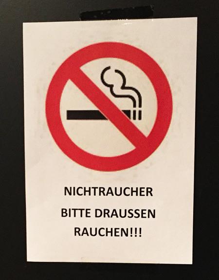 Nichtraucher bitte draußen rauchen!!!