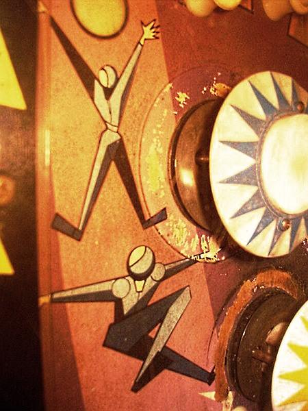 Artwork auf der Spielfläche des Bally-Flippers 'The Wiggler' aus dem Jahr 1967