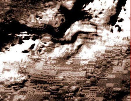 Aufgeplusterte JPEG-Artefakte auf der Marsoberfläche