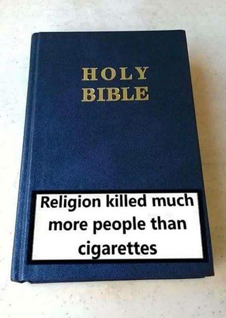 Bibel mit aufgeklebter Gesundheitswarnung 'Religion killed much more people than cigarettes'.