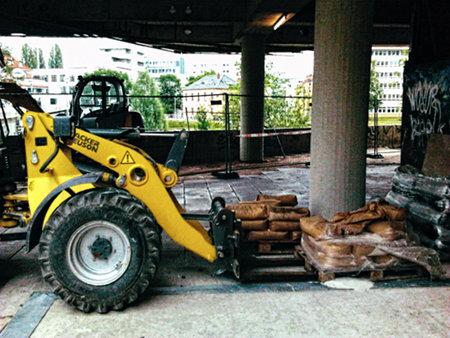 Baufahrzeug am Ihmezentrum in Hannover-Linden