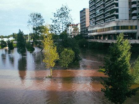 Hochwasser der Ihme am Ihmezentrum in Hannover