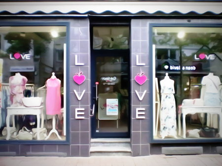 Bekleidungsgeschäft für Frauen mit der Firmierung 'Love'.