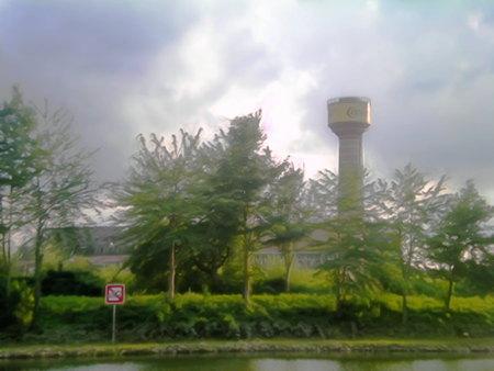 Stark digital nachbearbeitetes Foto vom Conti-Turm auf dem Continental-Gelände (demnächst, wenn dort mal jemand zu bauen beginnt: Wasserstadt) in Hannover-Limmer