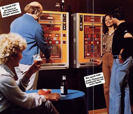 Werbung für das Wulff-Geldspielgerät 'Tip-Top' aus einem Fachmagazin für Automatenaufsteller aus dem Jahr 1978 -- Er spielt TIP... da kann er für sein Geld länger spielen. -- Sie spielt TOP... mehr Spannung bedeutet für sie mehr Spaß.