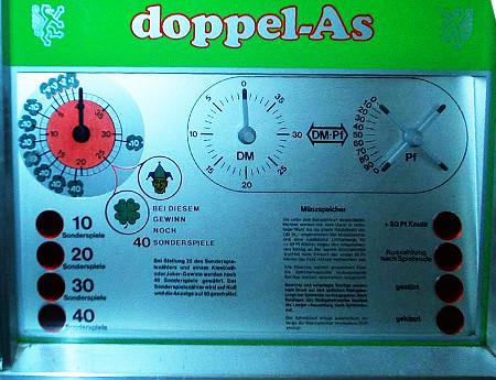 Detail der NSM Rotamint Doppel-As. Anzeigetafel mit deutlich sichtbarem Aufkleber im Sonderspiele-Zählwerk.