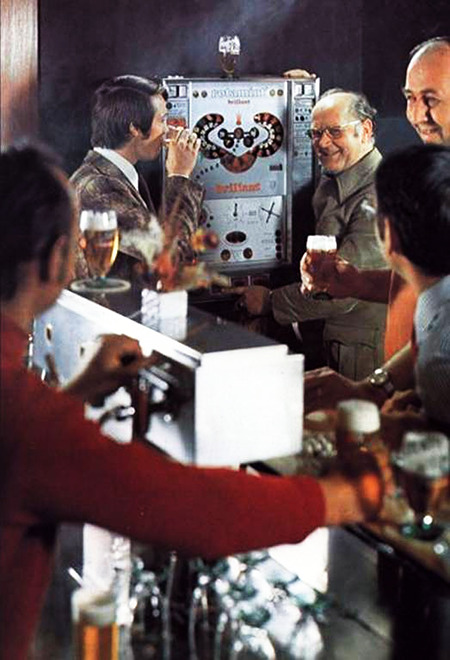 Foto aus einer Werbung für das NSM-Geldspielgerät Rotamint Brillant aus dem Jahr 1972