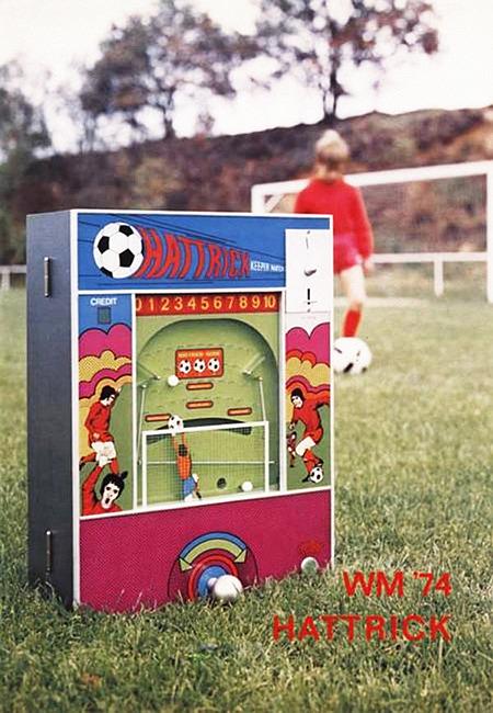 An Automatenaufsteller gerichtete Werbung: WM 74 HATTRICK