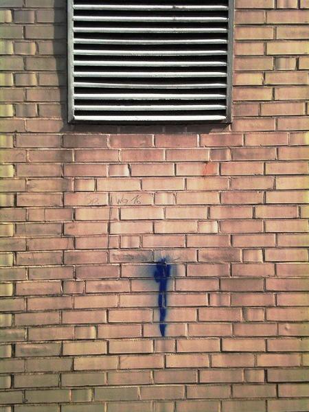 Blaue Mauerträne
