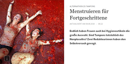 Menstruieren für Fortgeschrittene -- Endlich haben Frauen auch bei Hygieneartikeln die große Auswahl. Sind Tampons tatsächlich das Nonplusultra? Zwei Redakteurinnen haben den Selbstversuch gewagt. -- Dazu als Symbolbild zwei sichtbar vergnügte, besudelte Frauen bei einer Tomatenschlacht.