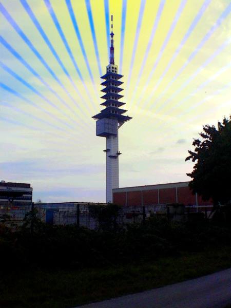 Der hannöversche Funkturm 'Telemax' auf einem digital bearbeiteten Foto