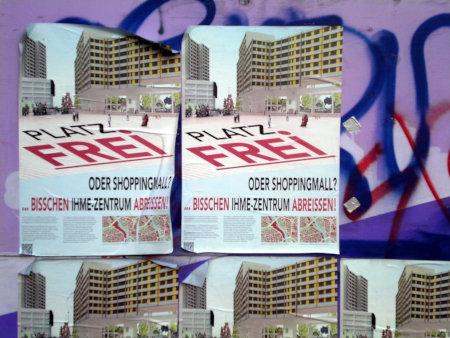 Plakat am Ihmezentrum -- Platz Frei! Oder Shoppingmall? ...Bisschen Ihme-Zentrum abreissen