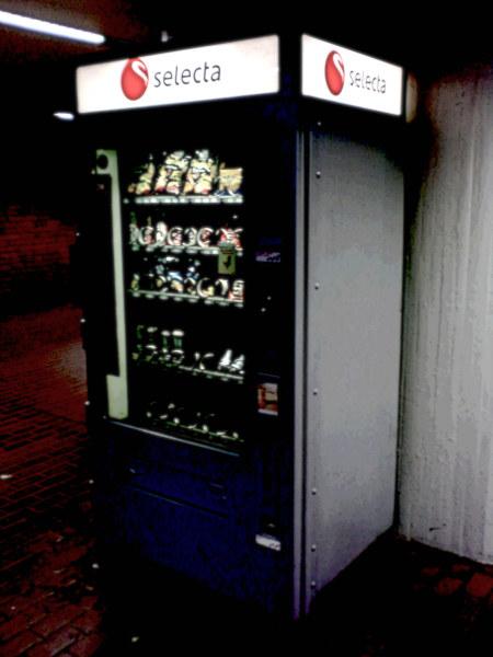 Stark digital bearbeitetes Foto eines Verkaufsautomaten